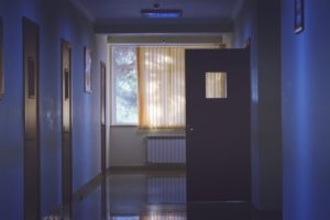 żywica epoksydowa, posadzka szpitalna, nawierzchnia dla szpitali