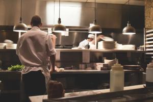 Posadzki przemysłowe do gastronomii – postaw na żywicę!