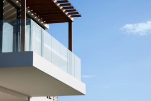Podłoga na balkonie – jak dobrze ją wybrać?